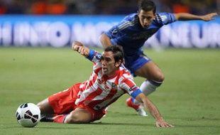 Le défenseur de l'Atlético Madrid Diego Godin et l'attaquant de Chelsea Eden Hazard, en août 2012, lors de la Supercoupe d'Europe, à Monaco.