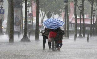 L'alerte orange aux orages, déjà déclenchée pour le grand Sud-Ouest, a été étendue dans l'après-midi à cinq départements plus au nord, portant ainsi à 16 leur nombre total en vigilance, a annoncé Météo-France