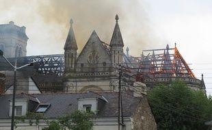 La basilique Saint-Donatien en feu.