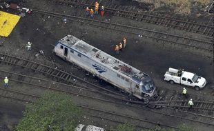 Un des wagons du train qui a déraillé à Philadelphie le 13 mai 2015