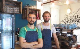 Strasbourg, le 1er septembre 2015 - Le café associatif Oh My Goodness!. Arnaud Schrodi à l'initiative du projet et Andrew, barrista