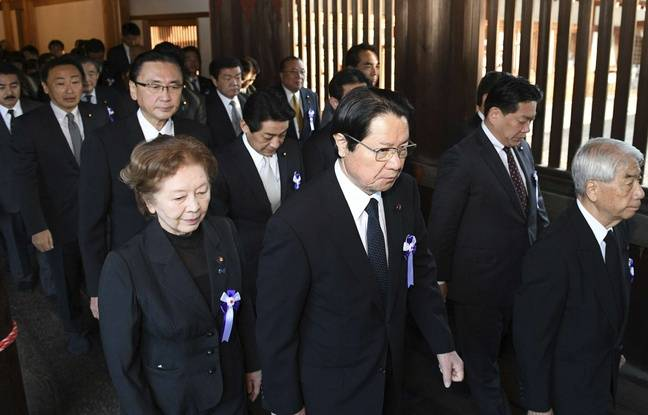 nouvel ordre mondial | Japon: Une soixantaine de parlementaires visitent le sanctuaire controversé de Yasukuni