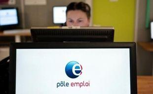 """L'OCDE adresse un satisfecit à Paris qui, pendant la crise, s'est efforcé de """"préserver le lien des travailleurs licenciés avec le marché du travail""""."""