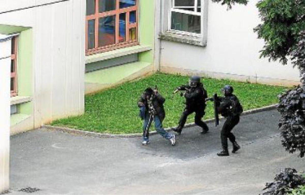 Le preneur d'otage a été maîtrisé sans opposer de résistance mardi par les policiers du Raid. –  V. WARTNER / 20 MINUTES