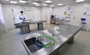 Une salle pour des autopsies dans un hôpital (illustration).