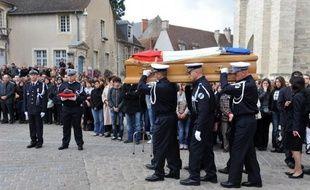 """Le rapport d'expertise psychiatrique concernant le meurtrier présumé d'une jeune policière tuée en octobre dernier à Bourges d'un coup de sabre japonais conclut à """"une abolition du discernement"""", a-t-on appris lundi auprès du procureur de la République."""