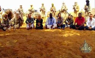 """L'otage française malade d'Al-Qaïda au Maghreb islamique (Aqmi), qui souffre d'un cancer et est détenue depuis mi-septembre avec quatre autres Français, un Malgache et un Togolais dans le nord-est du Mali, """"a reçu des médicaments"""", a appris vendredi l'AFP de source malienne très bien informée."""