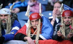 Des supporteurs de rugby français jouent avec les stéréotypes gaulois, le 3 février 2008 à Edimbourgh