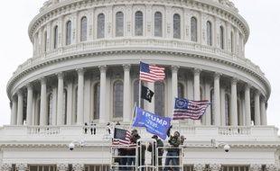 Des partisans de Donald Trump devant le Capitole, à Washington le 6 janvier 2021.