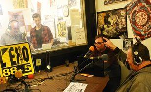 Dans les studios de la radio associative L'Eko des Garrigues.
