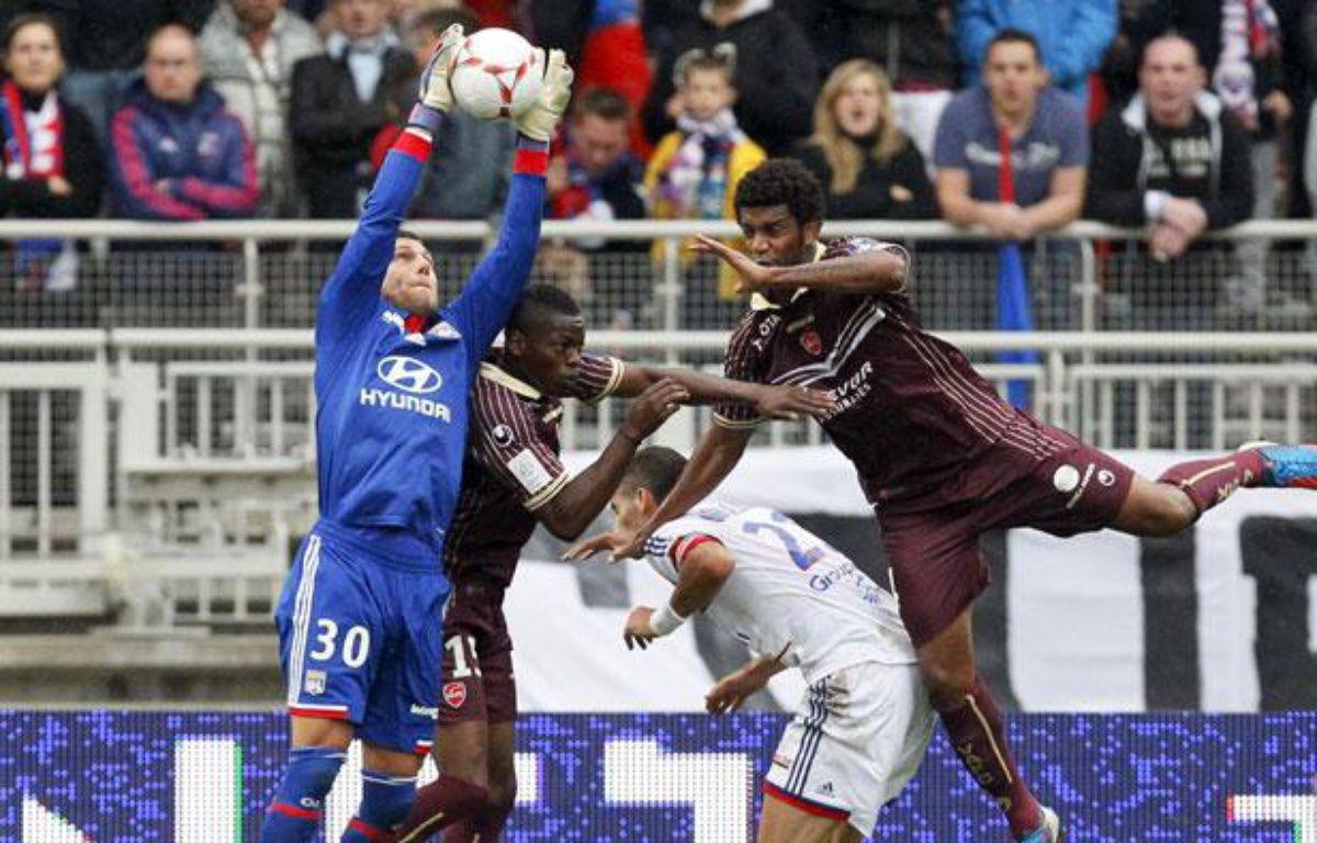 Rémi Vercoutre assure sa prise de balle face à Valenciennes, le 1er septembre 2012 à Lyon. – R.Pratta/SIPA