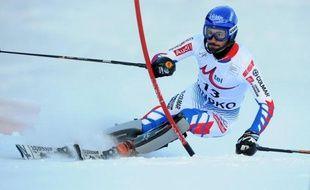 Le champion du monde de slalom, Jean-Baptiste Grange, n'a pas été au bout de sa rentrée en enfourchant mercredi en fin de première manche du slalom d'Oberrigen (nord-est de l'Italie), comptant pour la Coupe d'Europe de ski alpin.