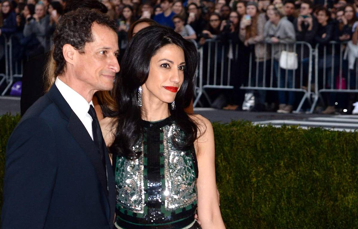 Anthony Weiner et Huma Abedin, le 2 mai 2016 à New York, lors d'un gala de charité. – Evan Agostini/AP/SIPA