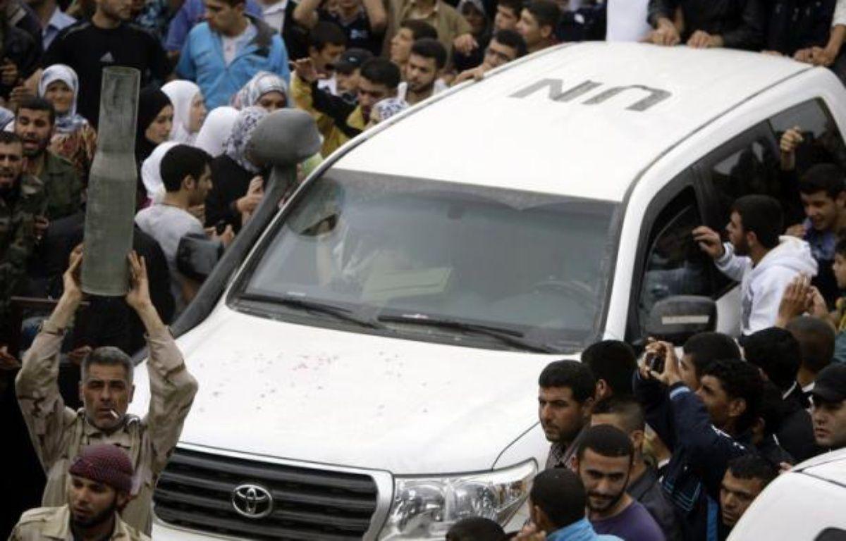Sur le terrain, les observateurs de l'ONU qui sont censés surveiller l'application du cessez-le-feu, entré en vigueur à la mi-avril mais quotidiennement violé, rencontrent de grandes difficultés pour accomplir leur mission. – Joseph Eid afp.com