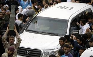 Sur le terrain, les observateurs de l'ONU qui sont censés surveiller l'application du cessez-le-feu, entré en vigueur à la mi-avril mais quotidiennement violé, rencontrent de grandes difficultés pour accomplir leur mission.