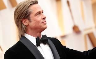 Brad Pitt arrive à la cérémonie des Oscars, le 9 février 2020, à Los Angeles.