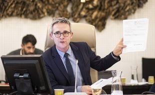 Stéphane Troussel, le président (PS) du conseil départemental de Seine-Saint-Denis, présente la «facture d'égalité»  de 347 millions envoyée à Emmanuel Macron par le département, le 29 novembre 2018.