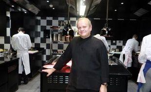 """Le chef Joël Robuchon le 6 décembre 2014 dans son restaurant """"La Grande maison"""" à Bordeaux"""