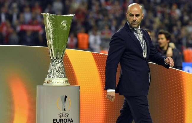 Finaliste malheureux de la Ligue Europa en 2017 (0-2 contre Manchester United), Peter Bosz n'a toujours pas remporté le moindre trophée majeur dans sa carrière d'entraîneur.