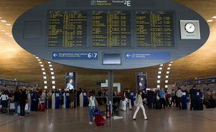 Paris le 21 juin 2012. Illustration Aeroport Charles de Gaulle Roissy CDG. Terminal 2E. Panneau affichage des vols.