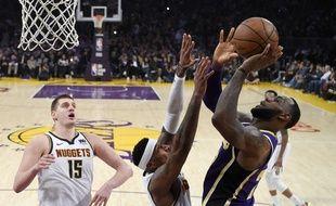 Le panier qui a permis à LeBron James de dépasser Michael Jordan au classement des meilleurs marqueurs dans l'histoire de la NBA, le 6 mars 2019.