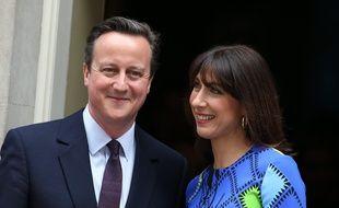 Le Premier ministre britannique David Cameron et sa femme Samantha pdevant le 10 Downing Street à Londres, le 8 mai 2015. Credit:BOISIERE/SIPA.