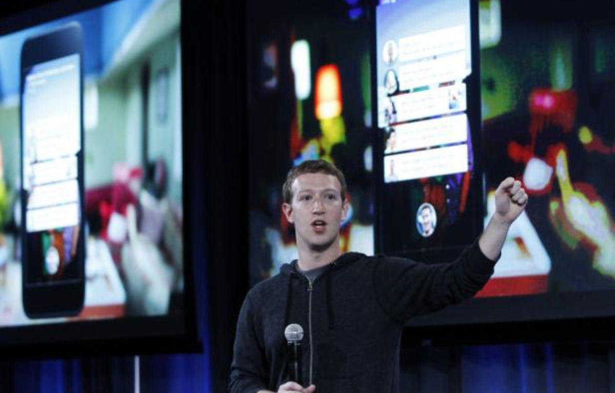 Mark Zuckerberg présente Facebook Home, le 4 avril 2013, à Menlo Park, en Californie. – R.GALBRAITH/REUTERS
