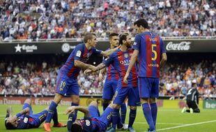 Deux hommes simulent, un autre insulte les tribunes. Le Barça comme on l'aime.