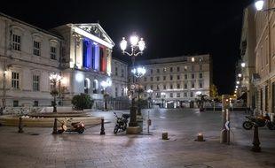 COVID-19, Ville Deserte durant le Couvre-Feu, un jour avant le reconfinement national pour lutter contre la deuxieme vague du Cornavirus à Nice.