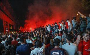 Les supporters parisiens après la victoire en demi-finale