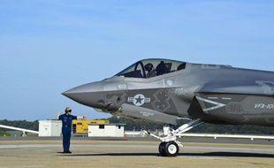 Un chasseur F-35C américain vient de se poser sur la base aérienne d'Oceania à Virginia Beach aux Etats-Unis le 28 octobre 2014