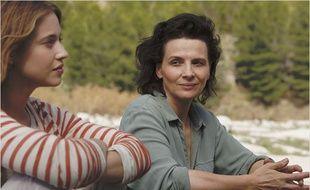 Lou de Laâge et Juliette Binoche dans L'Attente