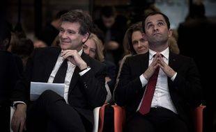 Les anciens ministres Arnaud Montebourg et Benoit Hamon, photographiés le 15 décembre 2016, à Paris, font partie des candidats retenus pour la primaire à gauche.