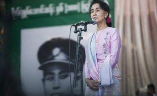 L'opposante Aung San Suu Kyi lors de l'hommage à son père le 13 février 2015 à Natmauk, dans le centre de la Birmanie