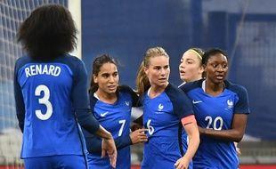 L'équipe de France après le but d'Amandine Henry.