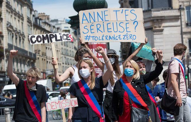 Alice Coffin et Raphaëlle Rémy-Leleu (EELV), à gauche et Danielle Simonnet, élue LFI, lors de la manifestation de lundi.