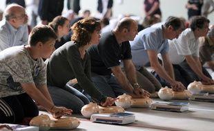 Une séance d'initiation aux premiers secours.