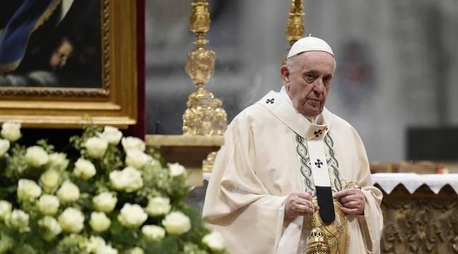Vatican : Un petit garçon s'assoit à côté du pape et tente de lui prendre sa calotte