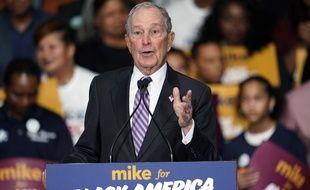 Dans la primaire démocrate, Michael Bloomberg courtise activement le vote afro-américain.