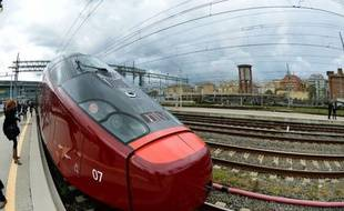 Italo, le premier train privé à grande vitesse d'Italie, part à l'assaut du marché du transport ferroviaire national accompagné d'un grand battage médiatique et avec la ferme volonté de concurrencer la société publique Trenitalia sur ses lignes les plus lucratives.