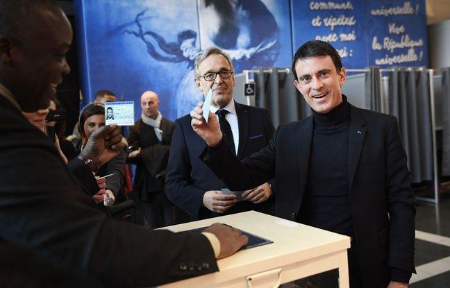 Manuel Valls à Evry le 29/01/ 2017. / AFP PHOTO / Eric FEFERBERG
