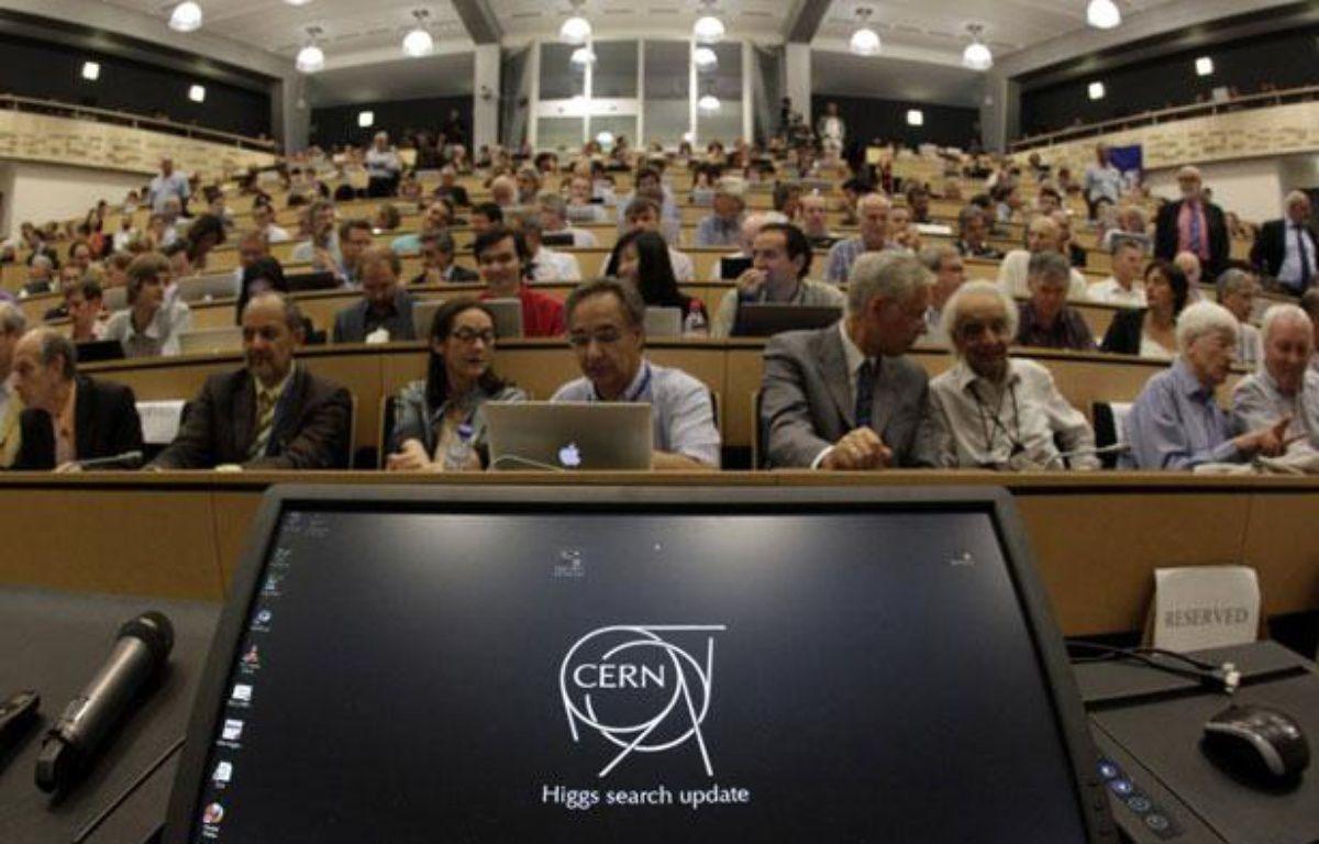 Le public attend les révélations du Cern sur le boson de Higgs, à Meyrin (Suisse), le 4 juillet 2012. – AFP / DENIS BALIBOUSE