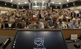 Le public attend les révélations du Cern sur le boson de Higgs, à Meyrin (Suisse), le 4 juillet 2012.