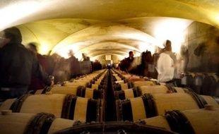 La vente des vins des Hospices de Beaune, dont la 150e édition a lieu dimanche, s'ouvre aux particuliers qui peuvent mutualiser l'achat d?une pièce (fût de 228 litres), dont le vin, une fois mis en bouteille, est réparti en fonction de la participation de chacun.