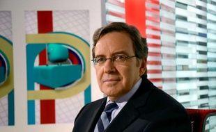 Nonce Paolini, Président Directeur Général du  groupe TF1 (depuis le 31 juillet 2008), sur le plateau de l'émission «La Mediasphère», sur LCI, à Boulogne-Billancourt, le 14 janvier 2011.