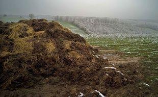 Le lisier et le fumier, transformés en méthane, permettent ensuite aux agriculteurs de fabriquer du bioGNV, un carburant renouvelable à l'aide d'une station de compression. Illustration