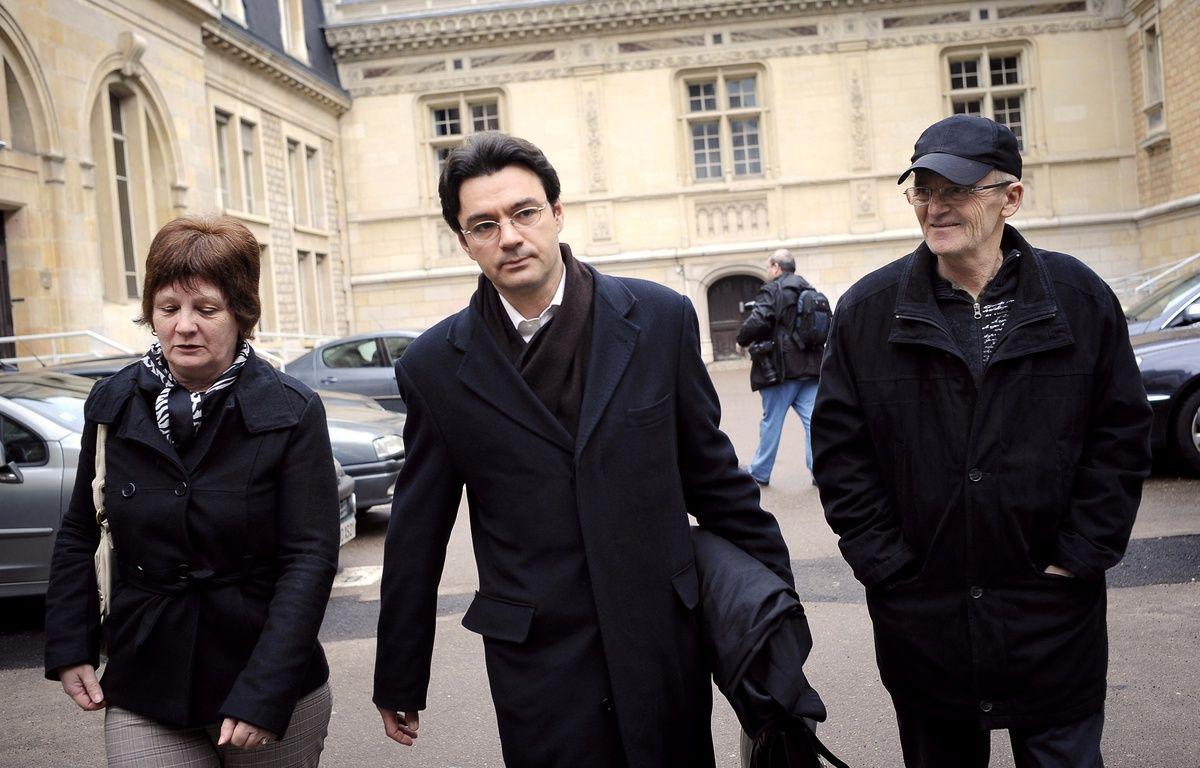 Ginette Villemin (à gauche) et son mari, Michel, (à droite) en 2010. – JEFF PACHOUD / AFP