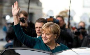 """Les conservateurs allemands, la chancelière Angela Merkel en tête, entament jeudi avec les Verts des """"discussions exploratoires"""" en vue d'une éventuelle alliance gouvernementale, hypothèse vue avec scepticisme dans les deux camps."""