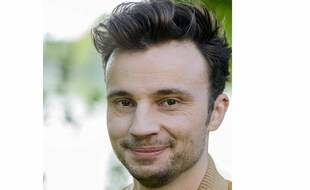 Tom Villa, humoriste de 32 ans, raconte à 20 Minutes comment il a épaulé sa grand-mère Alzheimer, puis son grand-père.