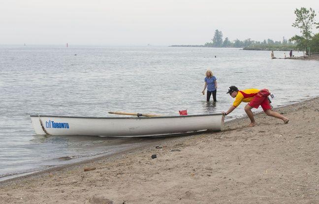 Canada: Deux hommes armés de tronçonneuses sur une plage de Toronto ont été inculpés